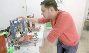 شاب من فلسطينن نجح باختراع طابعة ثلاثية الأبعاد