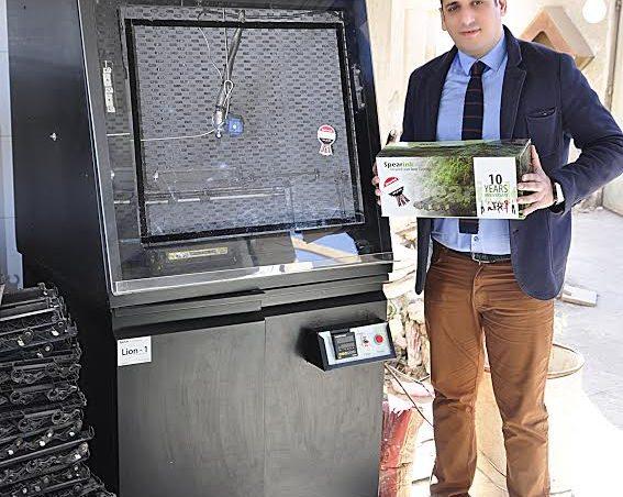 مصري يطوّر تكنولوجيا إعادة تدوير الحبارات والمخلفات الإلكترونية