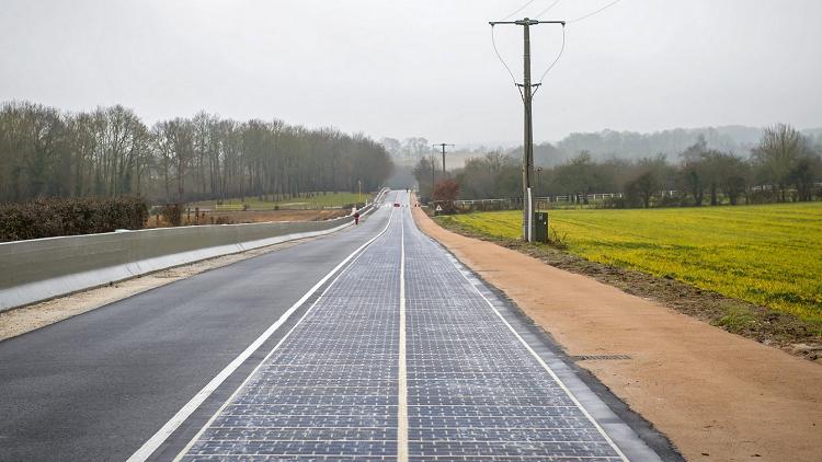 فرنسا تفتتح أول طريق بالطاقة الشمسية في العالم