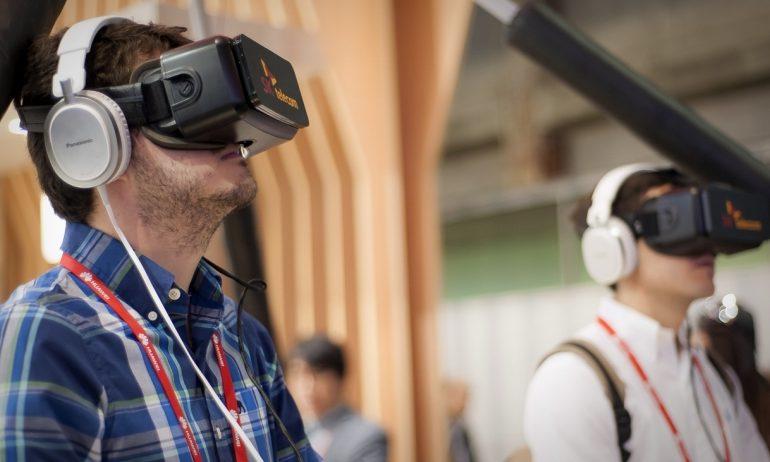 كيف يمكنك الاستثمار في عالم الواقع الافتراضي؟