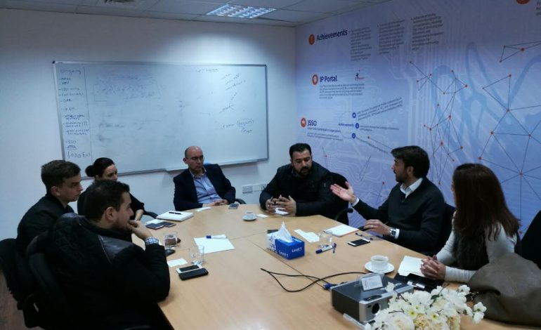 أوبر وكريم وأيزي تاكسي تتعهد برقمنة قطاع نقل الركاب في عمّان