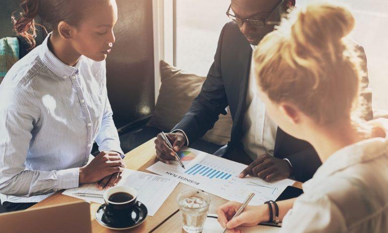 ثلاث مقدمات لا بد منها لتحقيق أفضل المبيعات وكسب عملاء جدد