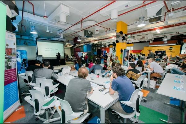 """دبي التكنولوجي لريادة الأعمال"""" استضاف ماراثون أفكار """"هاكاثون إنجل هاك"""