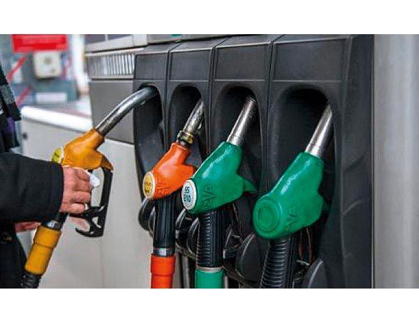 أسعار النفط تتراجع إلى أقل مستوياتها منذ 2014
