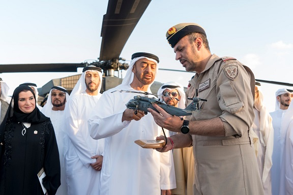 محمد بن زايد يعرب عن فخره بالتطور الذي حققته الصناعات الوطنية الدفاعية