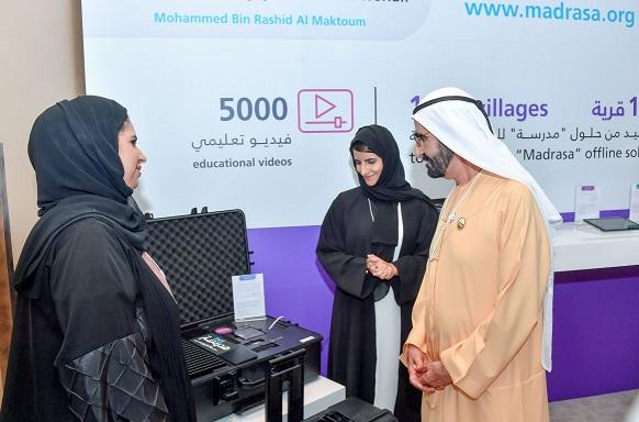 """محمد بن راشد يطلق موقع """"مدرسة"""" للتعليم الإلكتروني في 1000 قرية لا تتصل بشبكة الانترنت"""