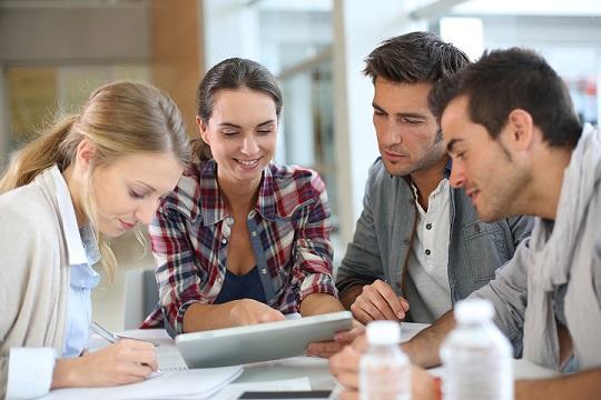 5 طرق يمكن للمديرين التنفيذيين من خلالها تشجيع فرق العمل على تطوير أماكن عمل تعاونية