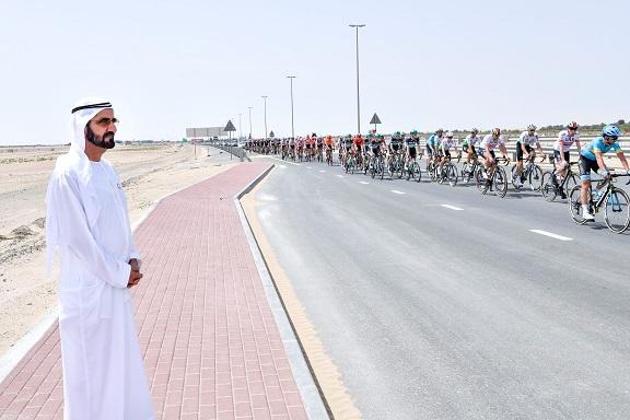 """محمد بن راشد يشهد جانبا من منافسات النسخة الأولى لــ""""طواف الإمارات"""""""