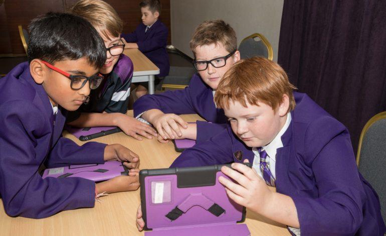 مدارس من دبي تعرض تجربة التحوّل الرقمي في التعليم