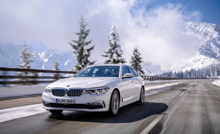 BMW تستعرض طرازاتها في أول معرض مخصص للسيارات الكهربائية في المنطقة