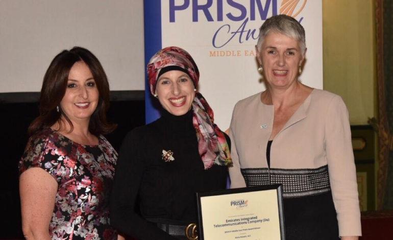 فوز عائشة راويرت من شركة الإمارات للاتصالات المتكاملة (دو) بجائزة بريزم 2019