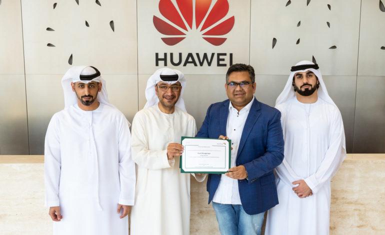 دائرة التنمية الاقتصادية في دبي تكرم مجموعة هواوي لأعمال المستهلكين
