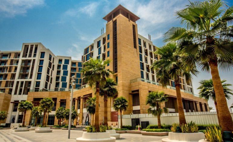 دبي لإدارة الأصول تدخل سوق الإيجارات قصيرة الأجل بالشراكة مع هاي جيستس