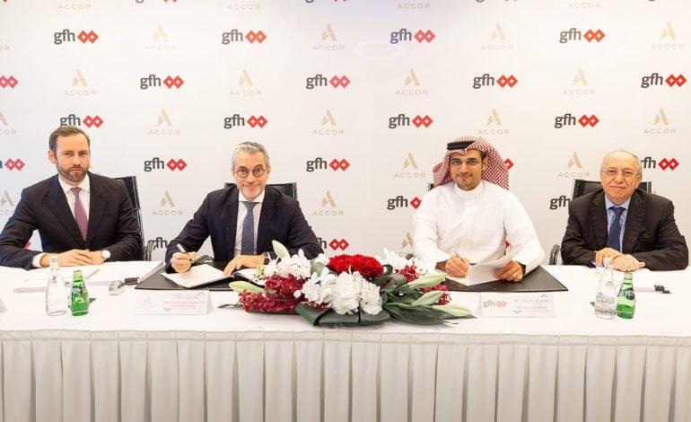 """أكور تطلق علامة """"رافلز"""" في البحرين بالتعاون مع مجموعة جي أف أتش المالية"""