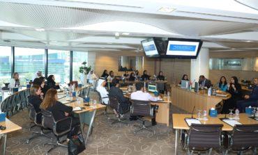 غرفة دبي تستعرض تجارب رائدة في دعم الشباب المواطن في مكان العمل