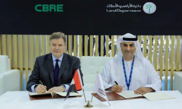 """مذكرة تفاهم بين """"سي بي آر إي"""" و""""أراضي دبي"""" حول تحليل البيانات لرفع شفافية السوق"""