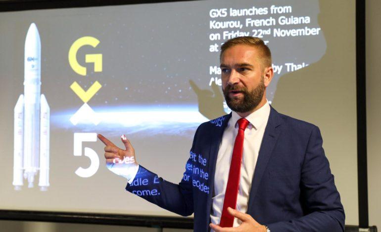 """إطلاق القمر الصناعي الجديد GX5 لتعزيز سعة الإنترنت """"واي فاي"""" بالطائرات في الشرق الأوسط"""