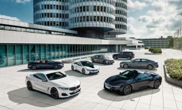علامة BMW تسلم عددًا قياسيًا من السيارات خلال 2019 وترسخ مكانتها في سوق السيارات الفائقة