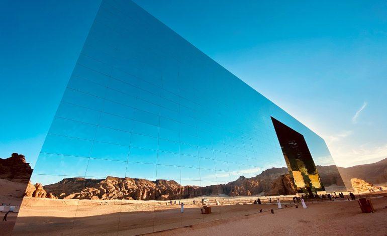 """""""مسرح المرايا"""" بالسعودية يدخل موسوعة غينيس للأرقام القياسية كأكبر بناء مكسو بالمرايا في العالم"""