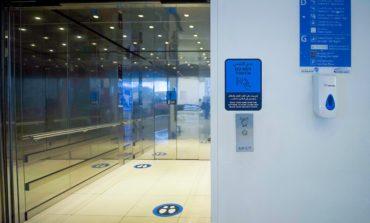 توفير أنظمة تحكم لاتلامسية بمصاعد مطار أبوظبي الدولي لتوفير بيئة خالية من فيروس كورونا