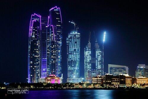 تفاؤل سكان إمارة أبوظبي بعودة الحياة إلى طبيعتها خلال العام الجاري