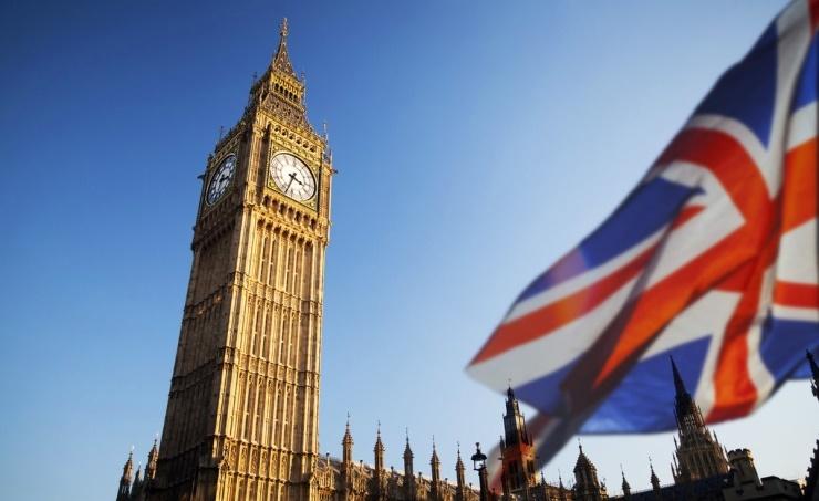 الحكومة البريطانية تقرر إرجاء اتخاذ المزيد من إجراءات رفع الإغلاق