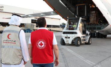 تنفيذا لتوجيهات محمد بن زايد .. طائرة مساعدات إماراتية تحمل 40 طنا من المواد الإغاثية تصل العاصمة اللبنانية