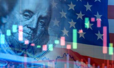 الفرص تدق الباب: المستفيدون من ضعف الدولار الأمريكي