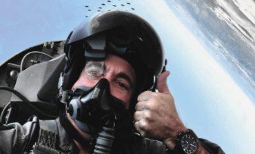 """دار أي دبليو سي تقدم الإصدار توب غان """"SFTI""""   من ساعة PILOT الكرونوغراف من السيراميك"""