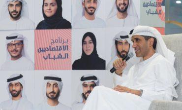 """أمين عام المجلس التنفيذي لإمارة دبي يلتقي المشاركين في برنامج """"الاقتصاديين الشباب"""""""