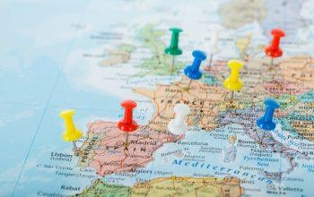 أوروبا تناقش إقرار شهادات تطعيم ضد كورونا لإنقاذ موسم السياحة