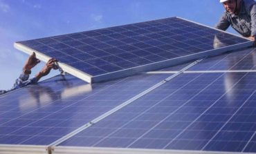الإمارات والسعودية بصدد التربع على عرش الريادة العالمية في البتروكيماويات والطاقة المتجددة