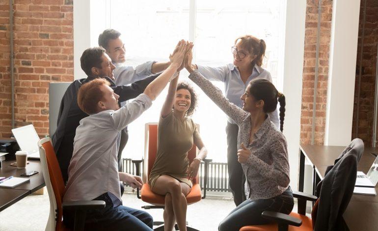 كيف يُمكن للشركات الصغيرة بناء روح المشاركة لدى الموظفين؟