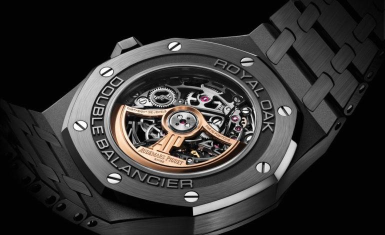 جماليّاتُ اللون الأسود الجديدة  تمنحُ نفسها لساعة رويال أوك  المهيكلة ذات عجلة التوازن المُزدوجة