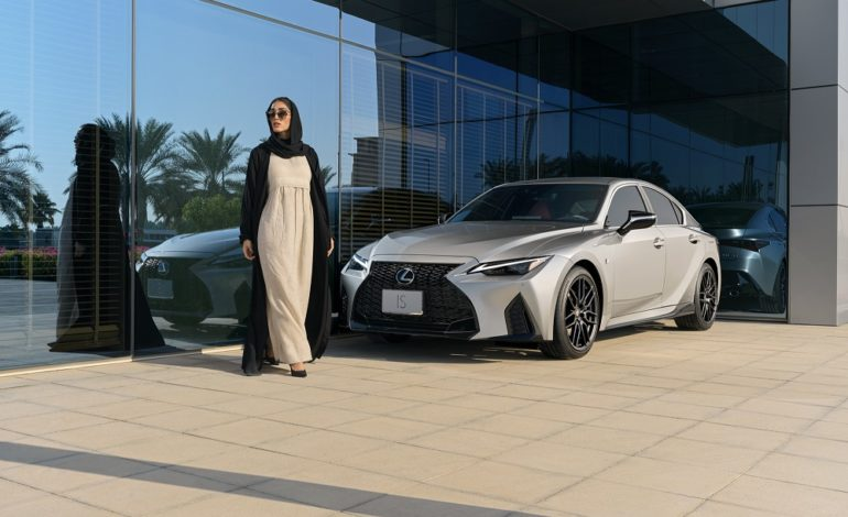 الفطيم لكزس تطلق مركبة IS الجديدة كليّاً في الإمارات العربية المتحدة