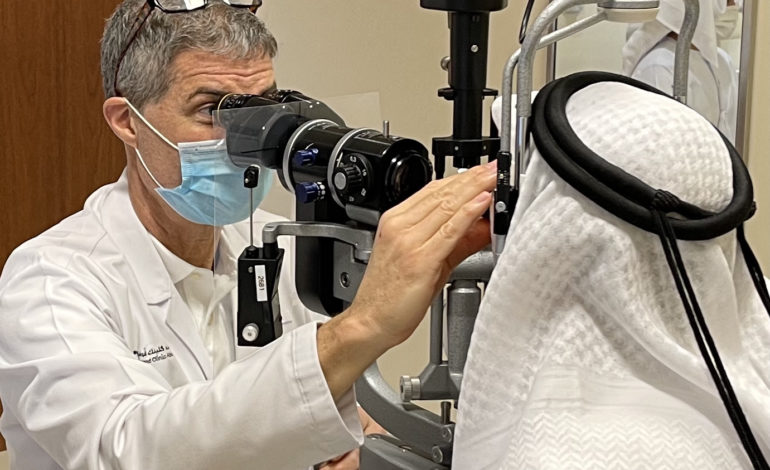 """مستشفى """"كليفلاند كلينك أبوظبي"""" يجري عملية جراحية لزراعة أول قرنية اصطناعية بالدولة"""