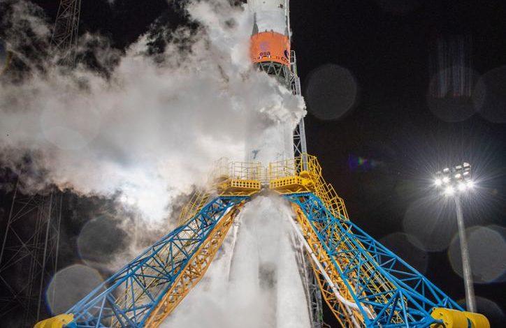 """بالتزامن مع اليوم الوطني الـ49 .. إطلاق """"عين الصقر"""" إلى الفضاء بنجاح"""
