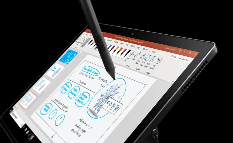 X1 Titanium Yoga الحاسوب الأنحف في مجموعة ThinkPad يُكمّل محفظة الأجهزة المخصصة للمؤتمرات