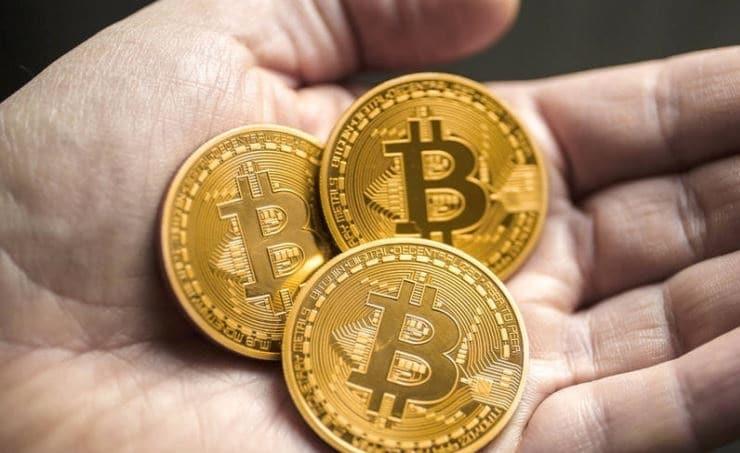 العملة الرقمية بيتكوين تسجل قيمة فوق المستوى القياسي لفترة وجيزة