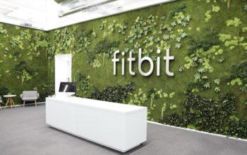 جوجل تستحوذ على شركة (Fitbit) لصناعة الأجهزة الإلكترونية الذكية القابلة للارتداء