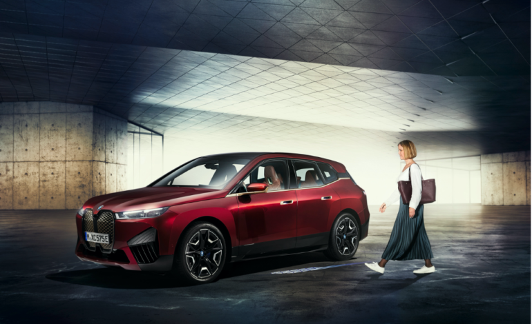 BMWتعلن إطلاق ميزةBMW Digital Key Plusمع تقنيةUltra- WidebandلطرازاتBMW iX