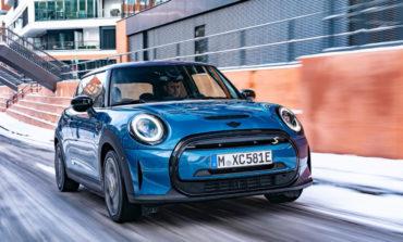 مزايا جديدة وحصرية لمتعة القيادة الكهربائية: مجموعةMINI ELECTRICلسيارةMINI COOPER SE.