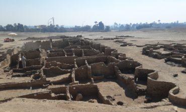 اكتشاف المدينة الذهبية المفقودة تحت الرمال في الأقصر