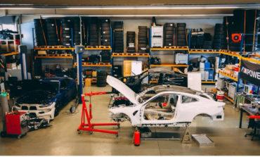 الشقيقان إلياس ويوهانس هاونتونجي يتجهان بطرازين جديدين من سيارةBMW M4 Competitionإلى خط البداية في بطولةDrift Mastersالأوروبية لهذا العام.