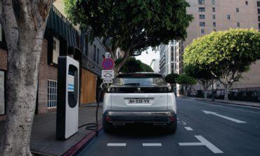 'بيجو' تطلق أول سيارة هجينة وقابلة للشحن في أسطولها في دولة الإمارات