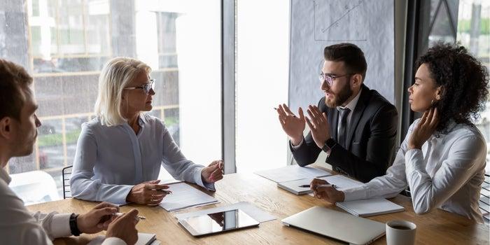 كيفية بناء فريق الإدارة التنفيذية