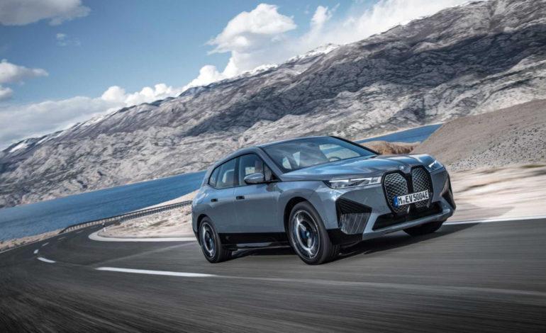 أول سيارة BMW iX على الإطلاق