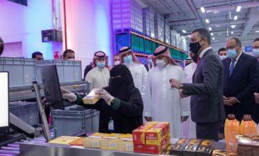 """""""ماجد الفطيم"""" تفتتح أول مركز آلي بالروبوتات لتحضير طلبات """"كارفور"""" عبر الانترنت في السعودية"""