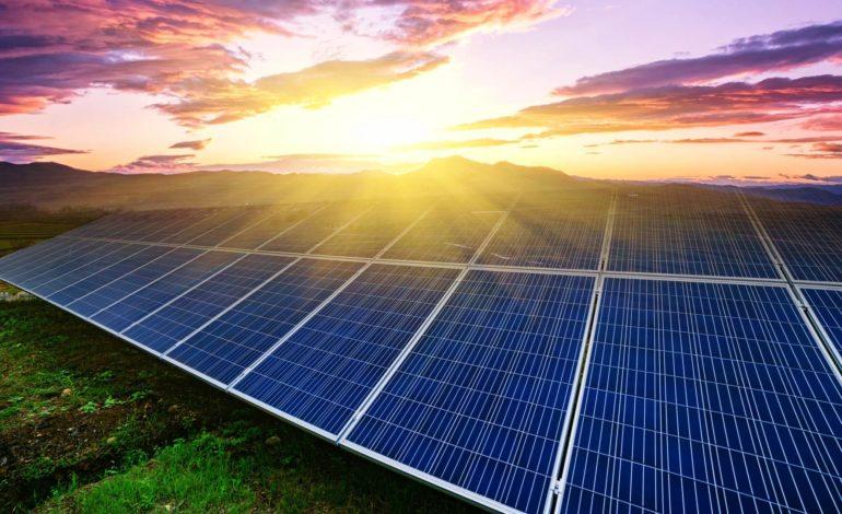 """الطاقة الشمسية باليابان أرخص من """"النووية"""" بحلول 2030"""
