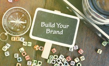 علامتك التجارية أكثر بكثير من مجرد شعارك. إليك ما يميز علامتك التجارية بالفعل لدى العملاء.